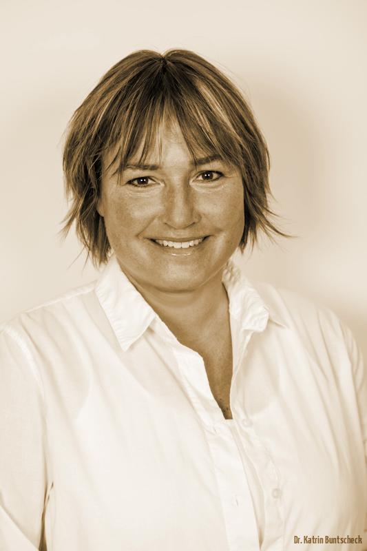 Dr. Katrin Buntscheck